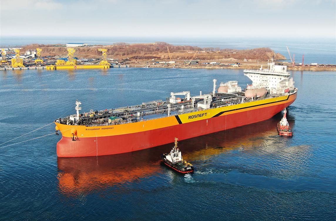 На судоверфи «Звезда» спущен на воду первый российский танкер типа ...
